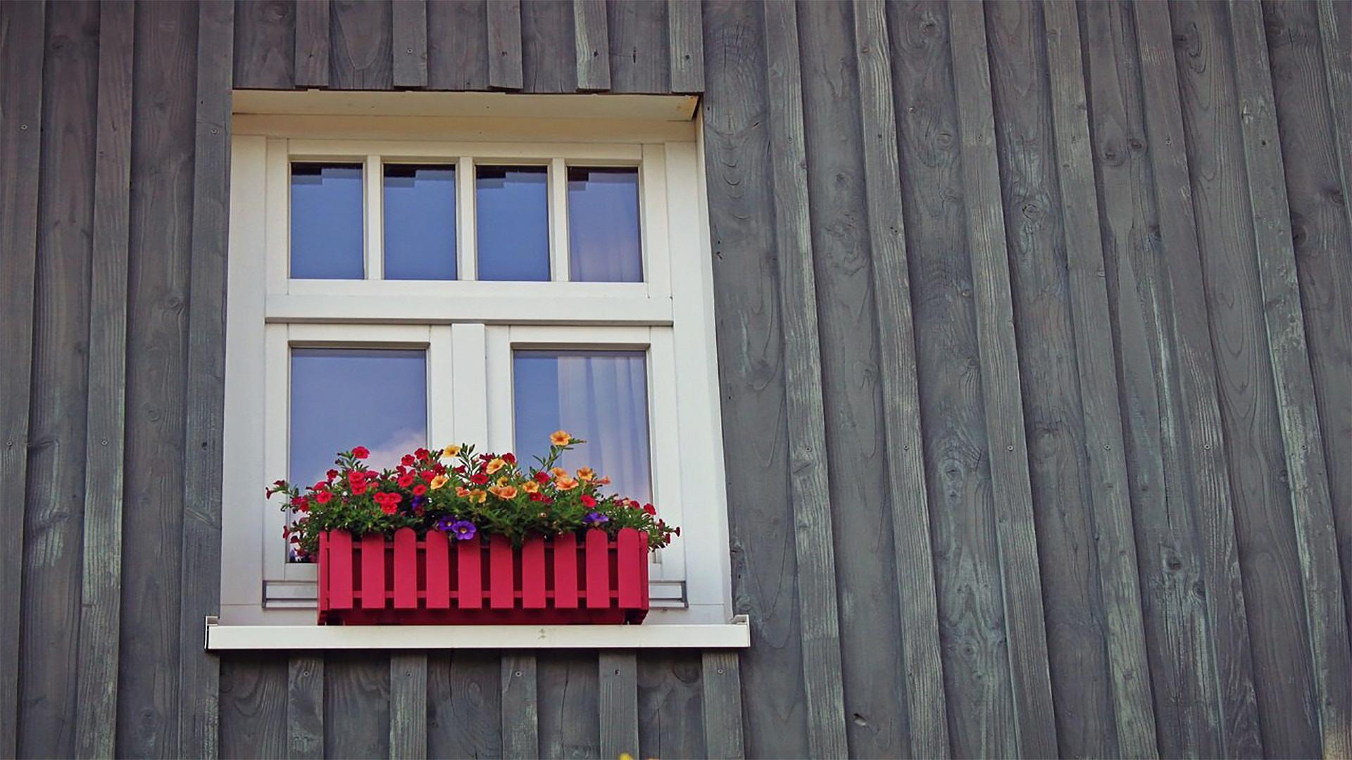 Come riverniciare infissi in legno spazio 4 serramenti verniciare finestre legno - Verniciare finestre alluminio ...
