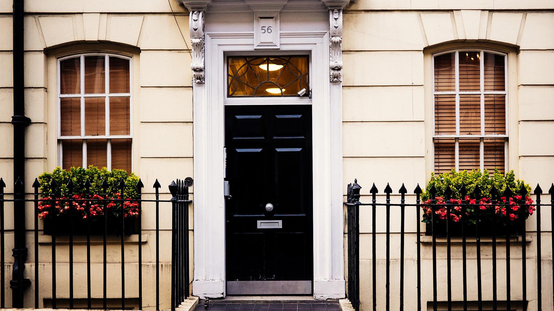 Come regolare porta blindata spazio 4 serramenti - Guarnizione porta blindata ...