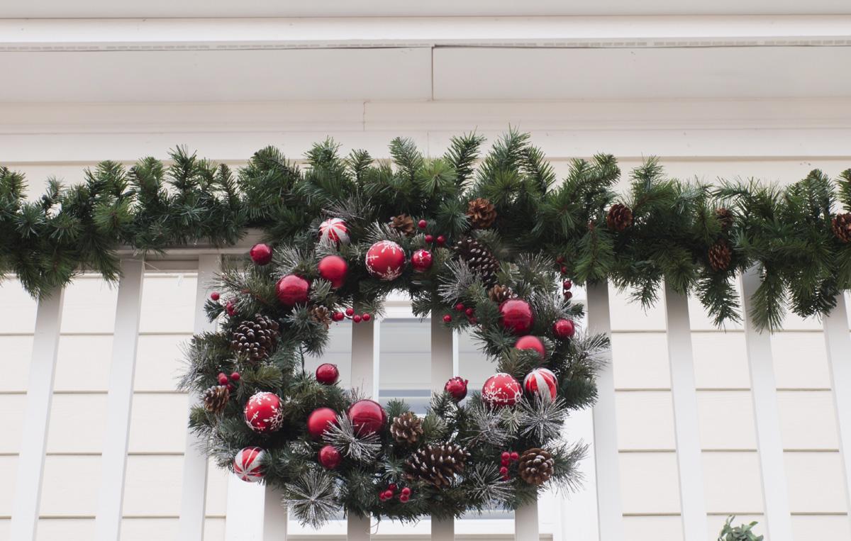 5 idee per addobbare ringhiere per natale spazio 4 - Ghirlande natalizie per scale ...