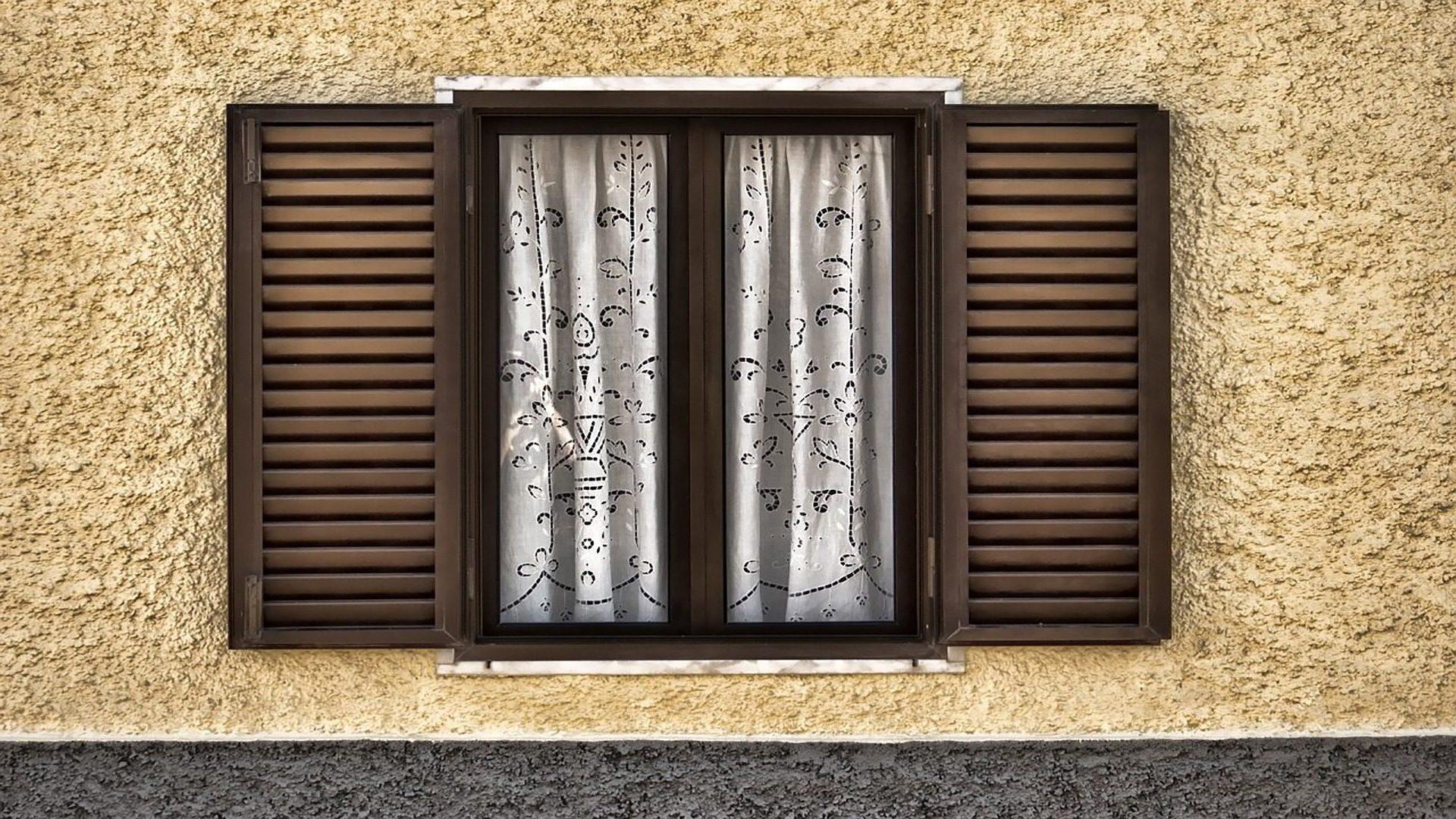 Come restaurare le persiane in legno in 3 semplici mosse