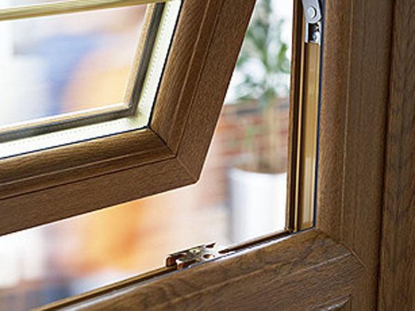 Infissi spazio 4 serramenti for Infissi in pvc bianco effetto legno