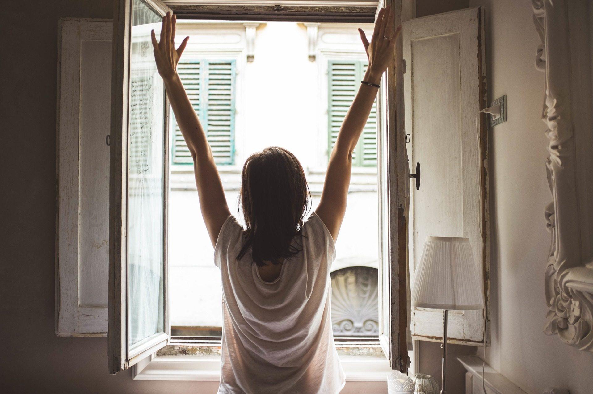 Quanto tempo tenere le finestre aperte per cambiare aria