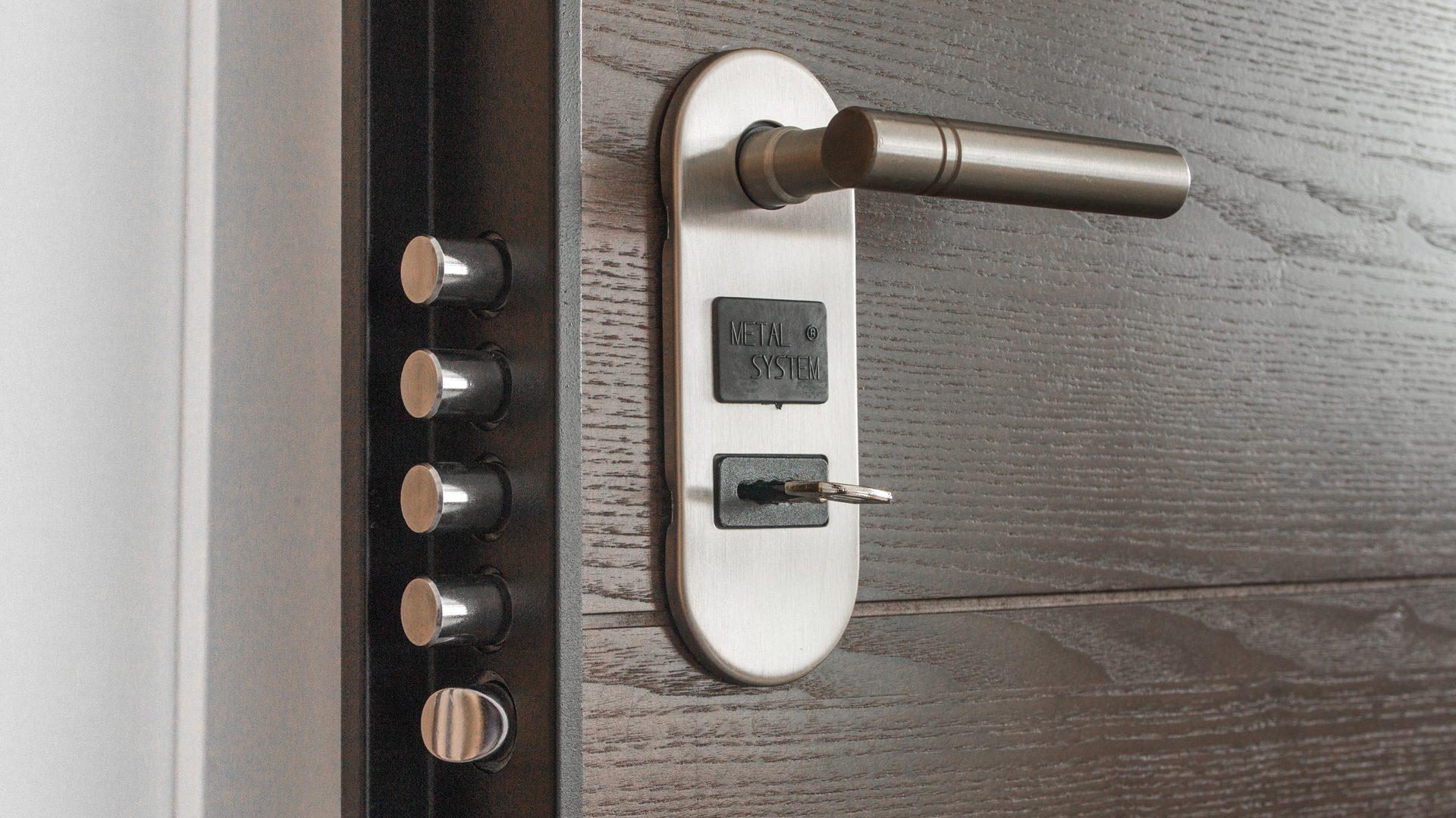 Come effettuare una corretta manutenzione della porta blindata