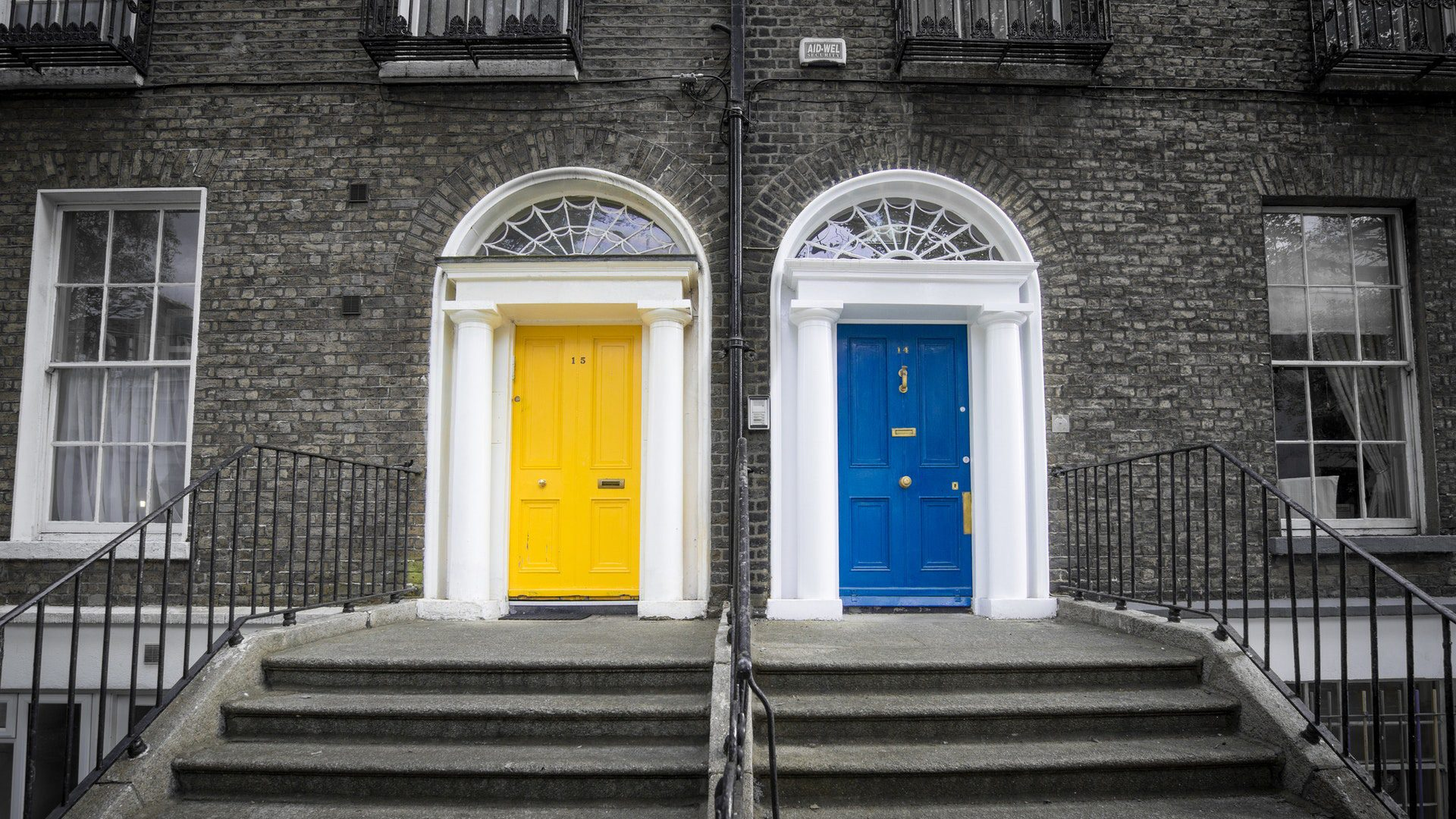 La porta d'ingresso: un mix di comfort, sicurezza ed eleganza